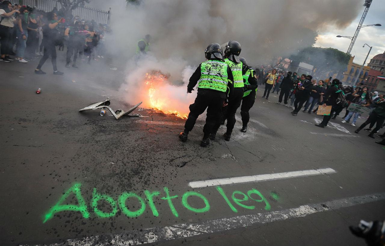 Industriales piden al gobierno 'ejercer facultades' ante violencia en marcha proaborto