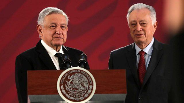 AMLO defiende de nuevo a Bartlett: es campaña de conservadores, dice •  Forbes México