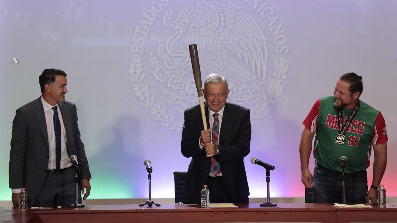 Con una beca para jugar beisbol a lo mejor no hubiese sido presidente: AMLO