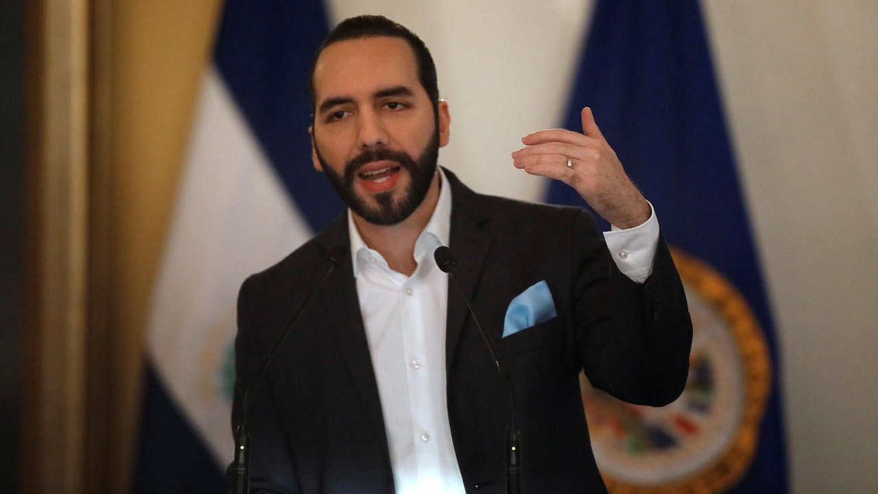 Bukele propone aumento salario mínimo del 20% en El Salvador