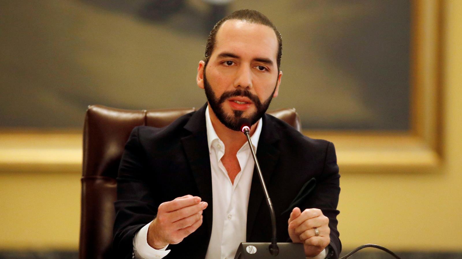 El Salvador asegura que avión procedente de México lleva a 12 con coronavirus