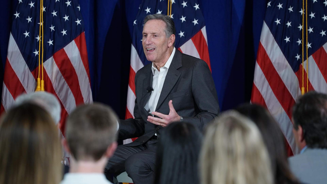 Exdirector de Starbucks, Howard Schultz, deja la carrera presidencial de EU