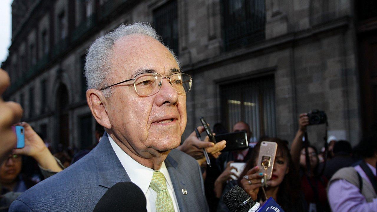 Jiménez Espriu se queda fuera de Palacio Nacional por manifestantes