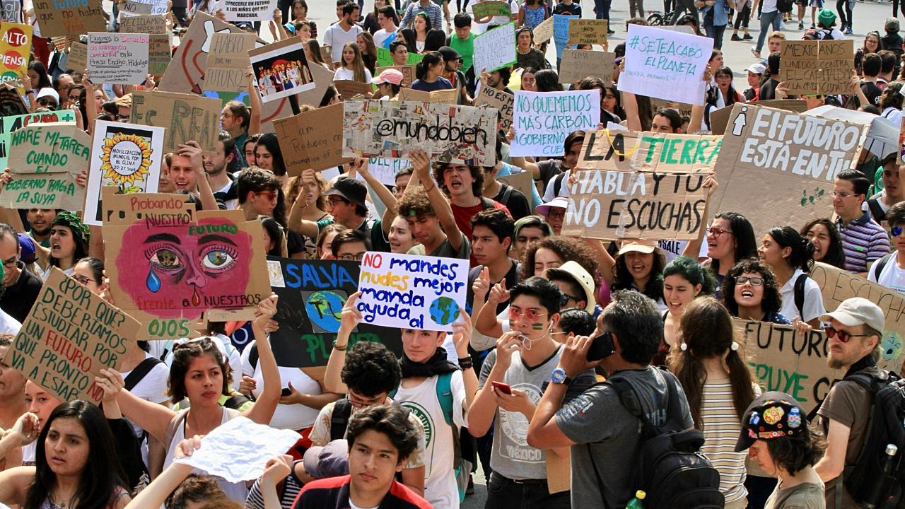 Jóvenes en Huelga Climática piden a AMLO cancelar Dos Bocas y Tren Maya