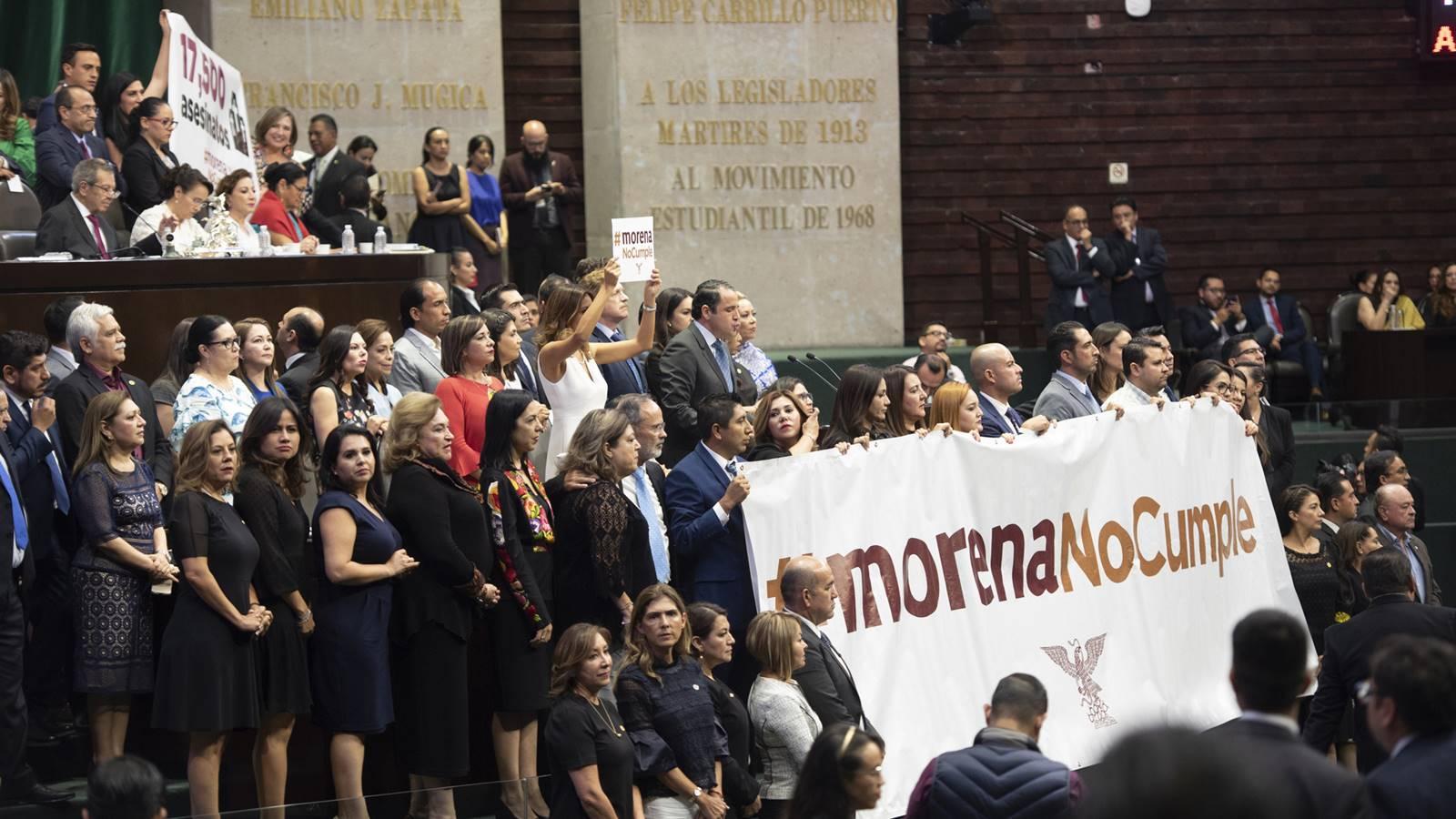 Congreso: 2 años perdidos, acusa oposición; 2 años sin moches, replica Morena