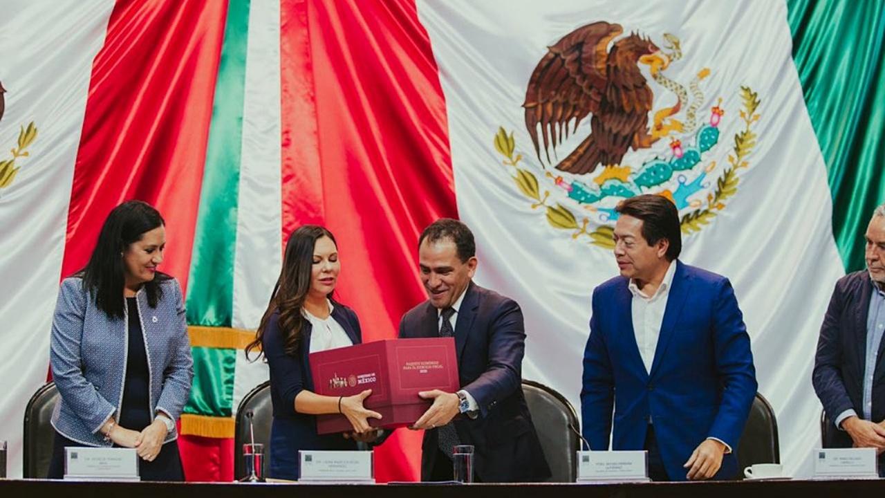 Herrera entrega paquete económico 'responsable' al Congreso