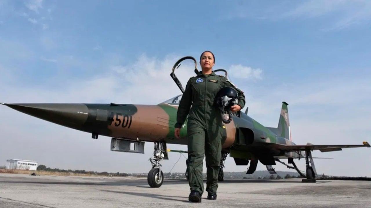 Una mujer piloto volará en el desfile militar de Independencia por primera vez