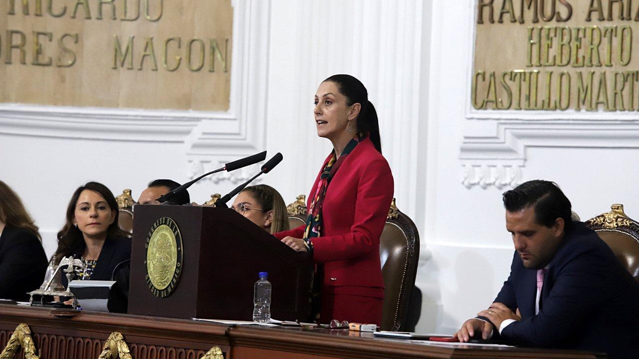 Sheinbaum destaca combate a la corrupción en su primer informe
