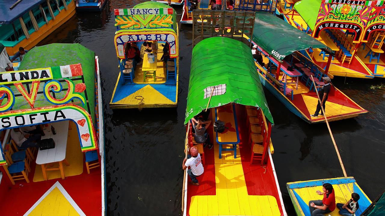 Xochimilco veta el alcohol e impone salvavidas obligatorio en trajineras