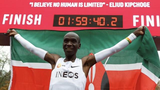 El keniano Eliud Kipchoge rompe la barrera de las 2 horas en maratón especial