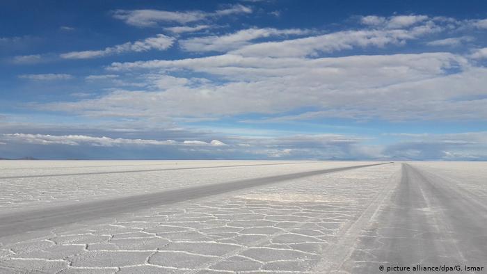 ¿Por qué se asoció Bolivia con firma alemana para explotar el litio del Uyuni?