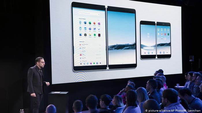 Microsoft regresa al mercado de los teléfonos inteligentes con modelo de doble pantalla