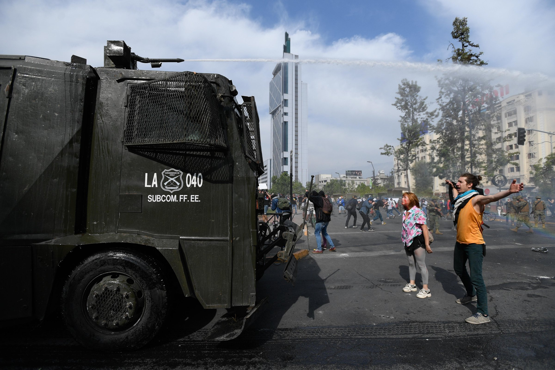 Gobierno decreta toque de queda en la región metropolitana de Chile
