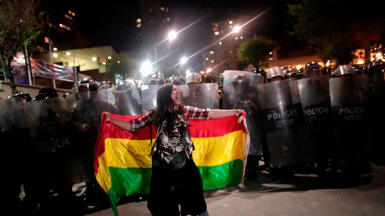 Fuerzas Armadas apoyan a policía a restaurar el orden en Bolivia
