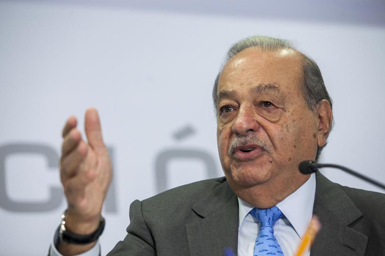 Telmex se encuentra en riesgo, señala Carlos Slim