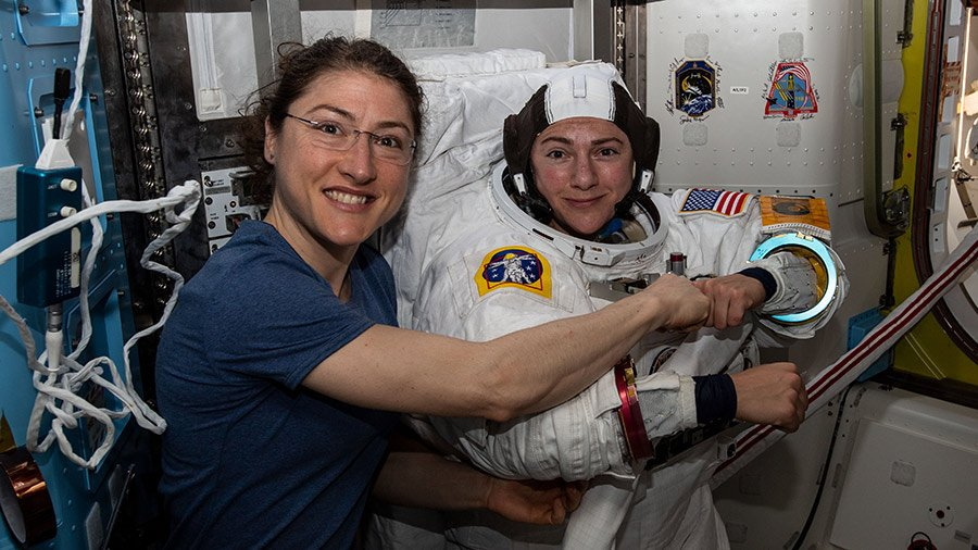 La NASA realiza primera caminata espacial de la historia sólo con mujeres