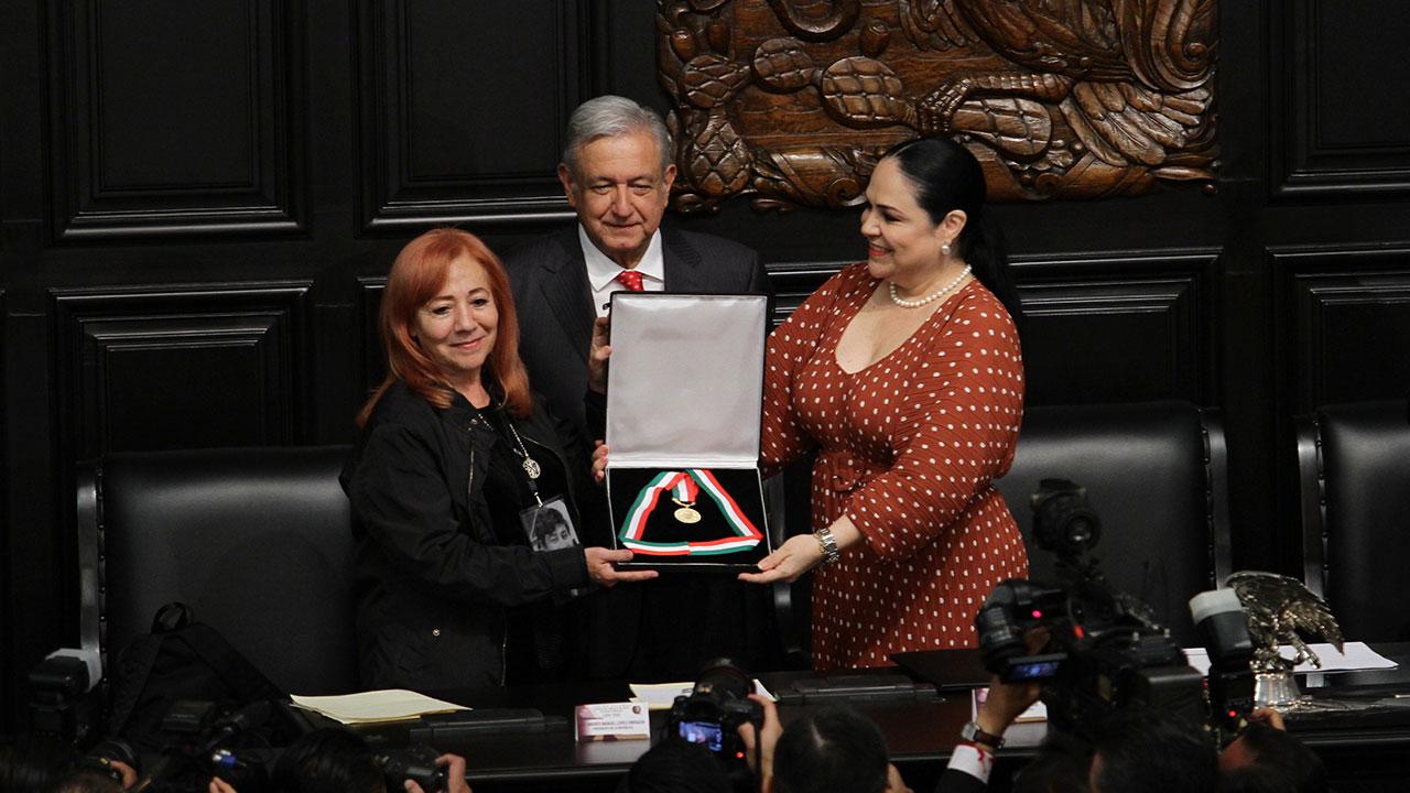 Rosario Ibarra encarga a AMLO su medalla Belisario Domínguez y le pide justicia