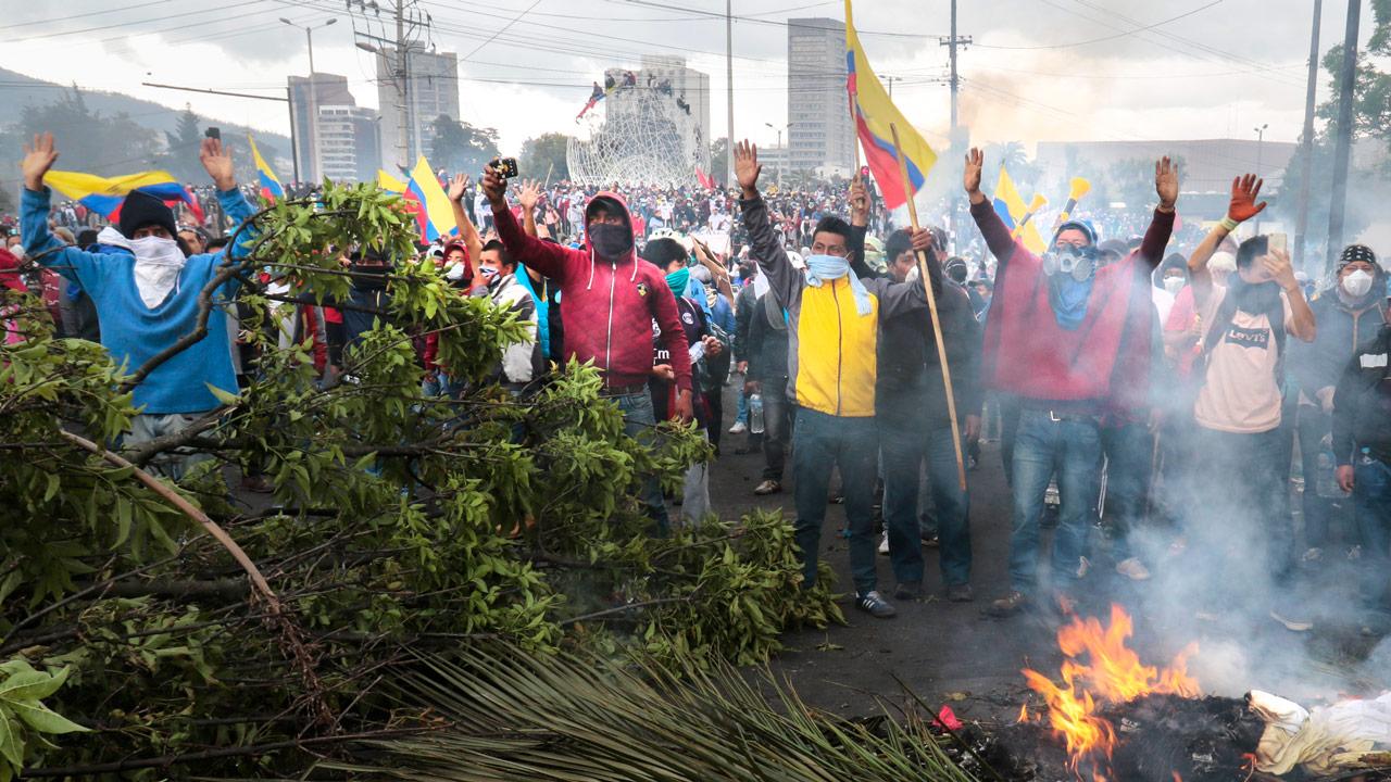 La ciudad de Quito vivió el viernes un día más de manifestaciones de indígenas, sindicatos y otros sectores que piden que el gobierno de Ecuador derogue las medidas económicas anunciadas el pasado 1 de octubre. Quito, Ecuador. 11 de octubre de 2019. Foto: Xinhua/Notimex.