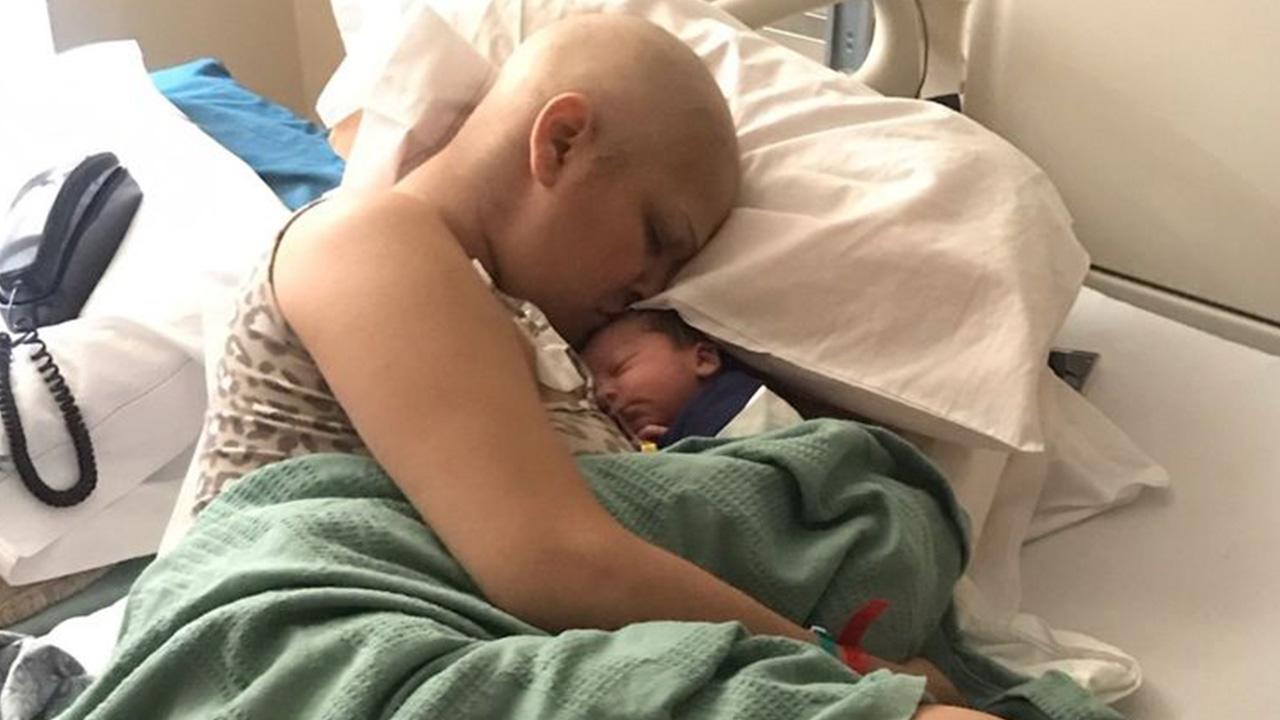 Mujer da a luz un bebé sano pese a quimioterapias durante su embarazo