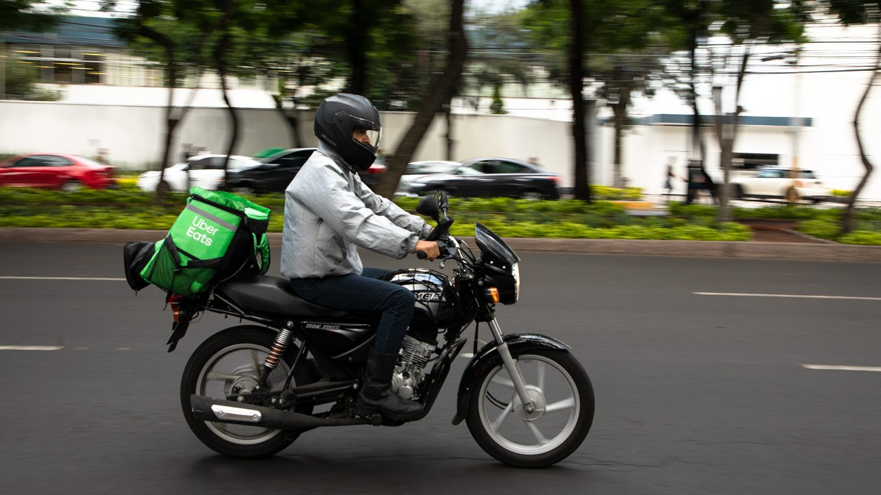 Uber destina 710 mdp en promociones para conductores y repartidores