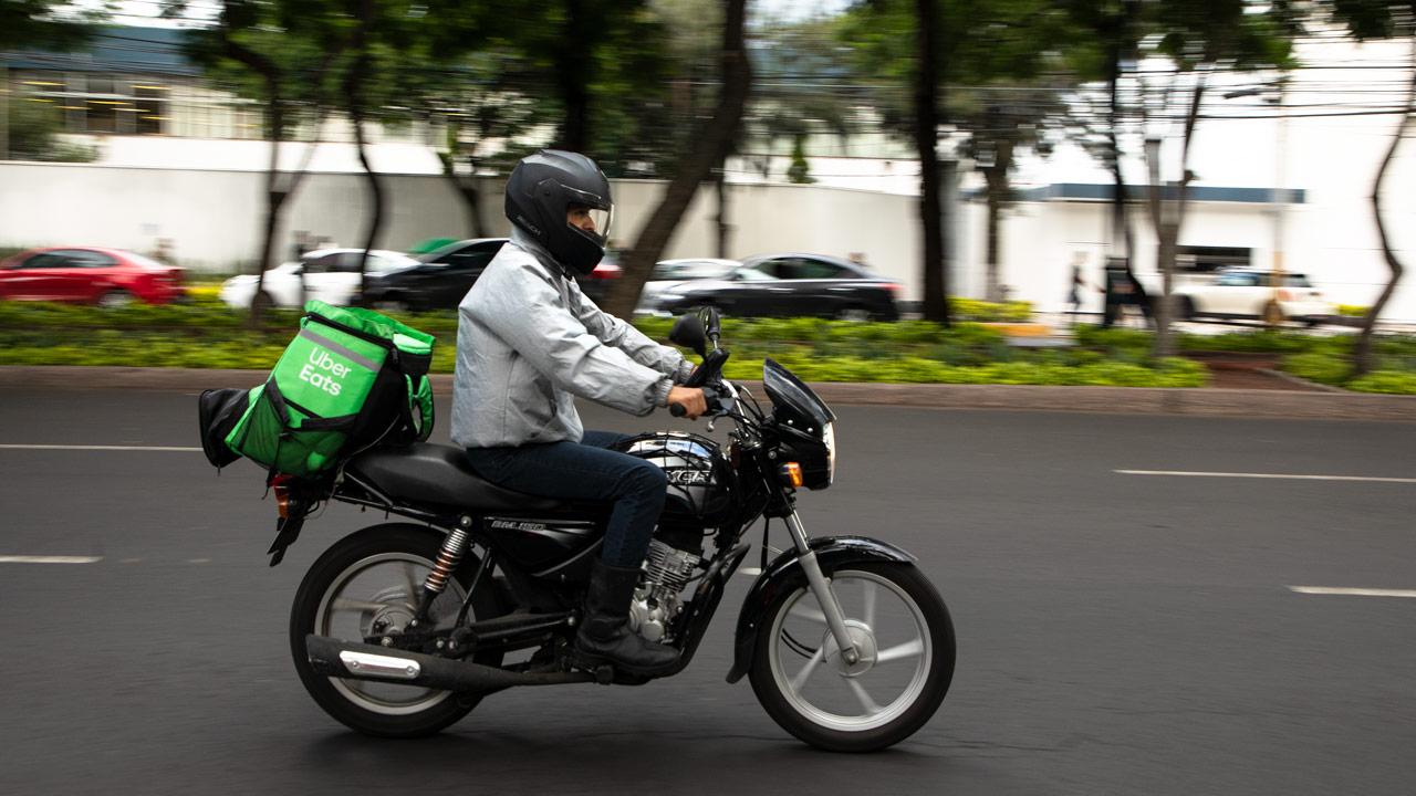 Uber Eats se va de ocho países por 'intensa' competencia