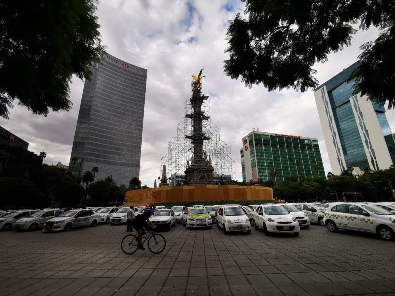 Gobierno y taxistas acuerdan retirar bloqueos; revisarán si apps son legales