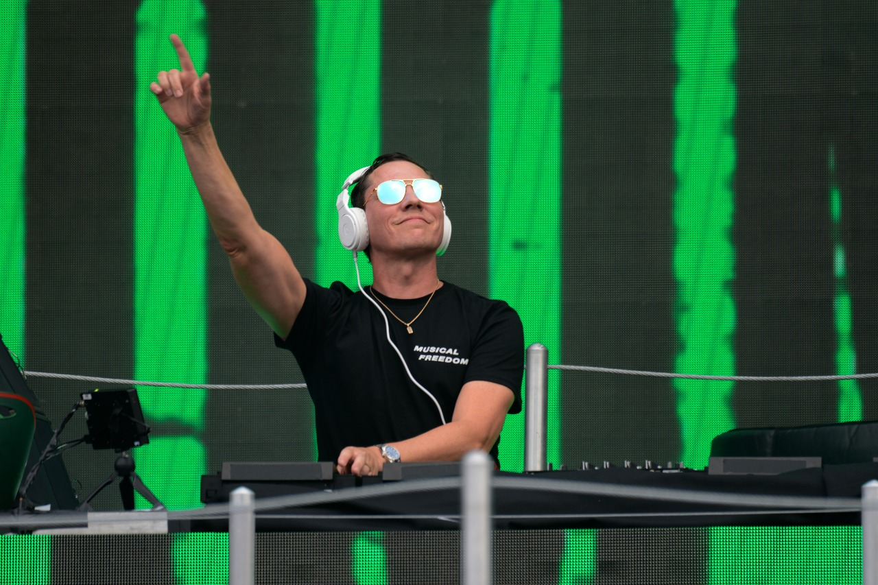 DJ Tiësto cierra con éxito el Gran Premio de México