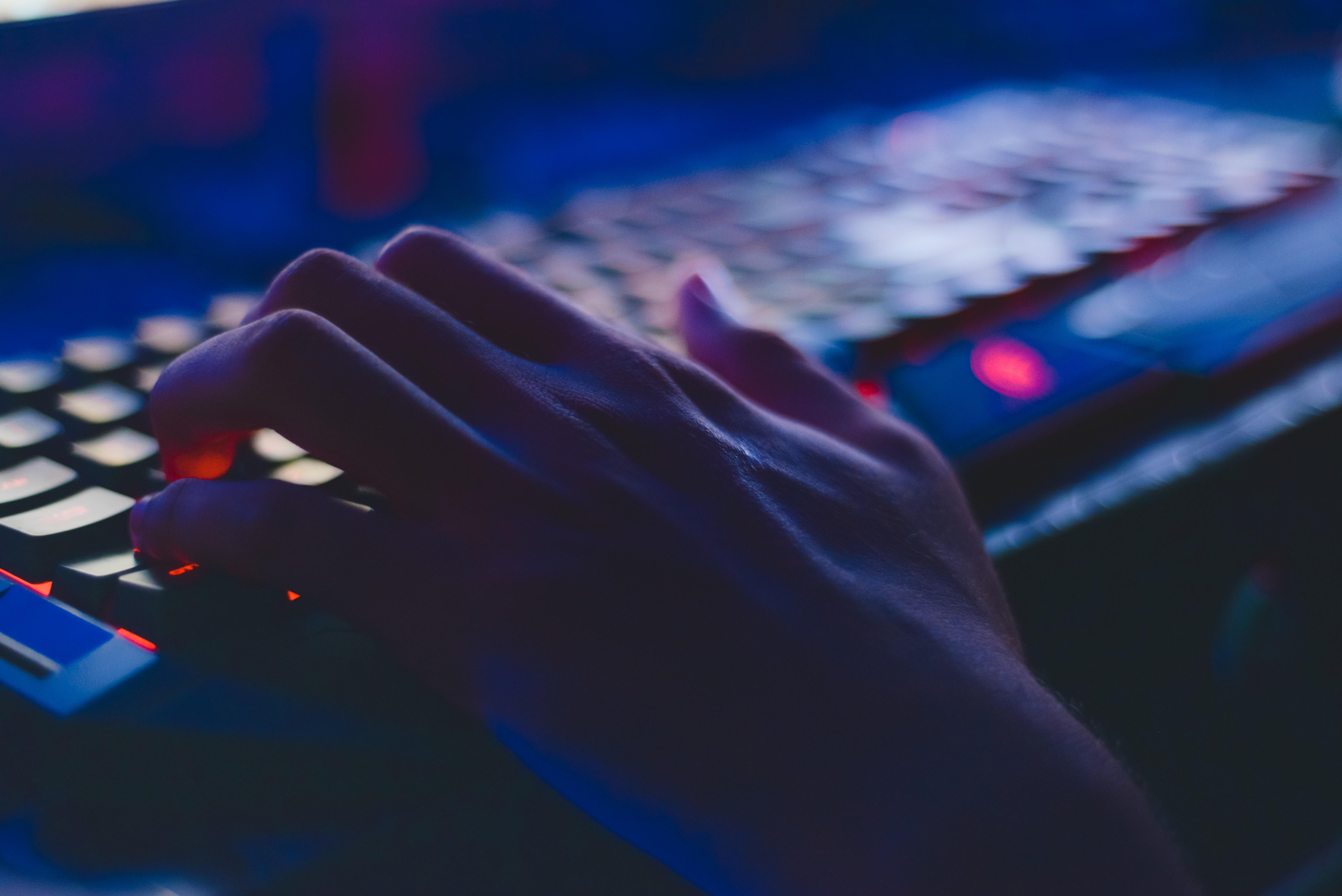 Cómo se protege una empresa al adquirir un seguro de riesgos cibernéticos