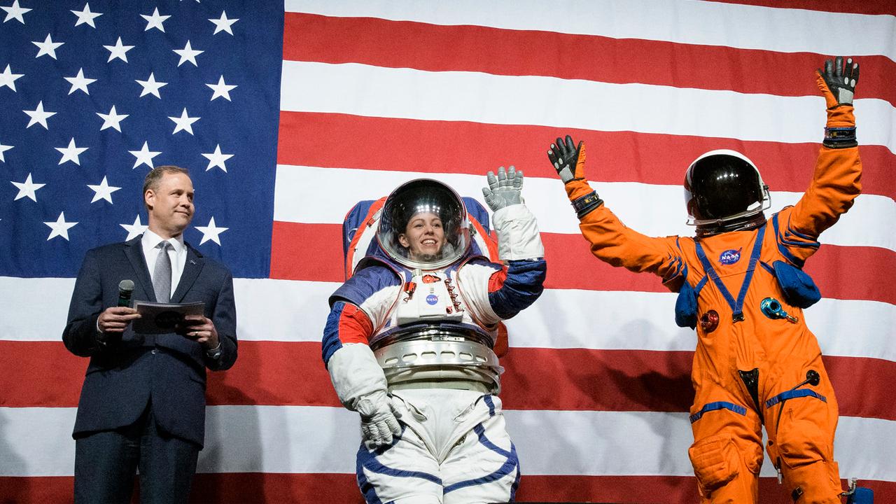 NASA presenta nuevos prototipos de trajes espaciales