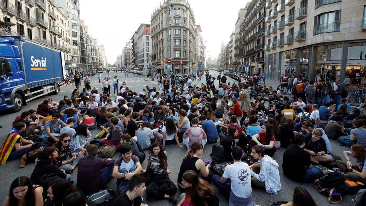 Estallan protestas en España por encarcelamiento de separatistas catalanes