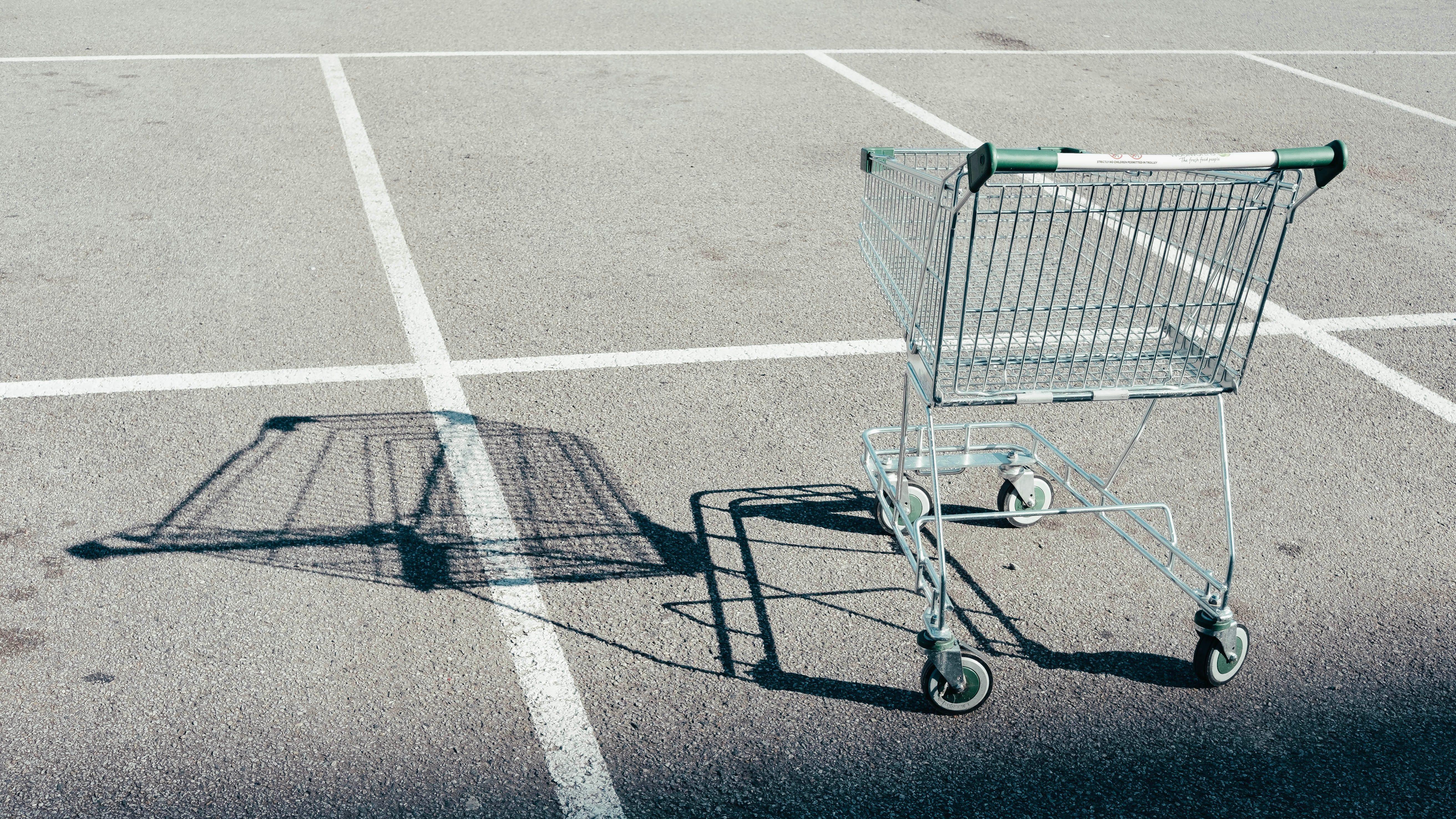 Ingenieros crean máquina de rayos UV para desinfectar carritos del supermercado