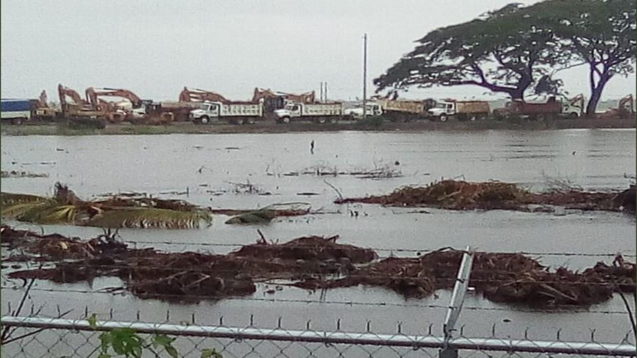 Terreno donde se construye refinería Dos Bocas se inunda por fuertes lluvias