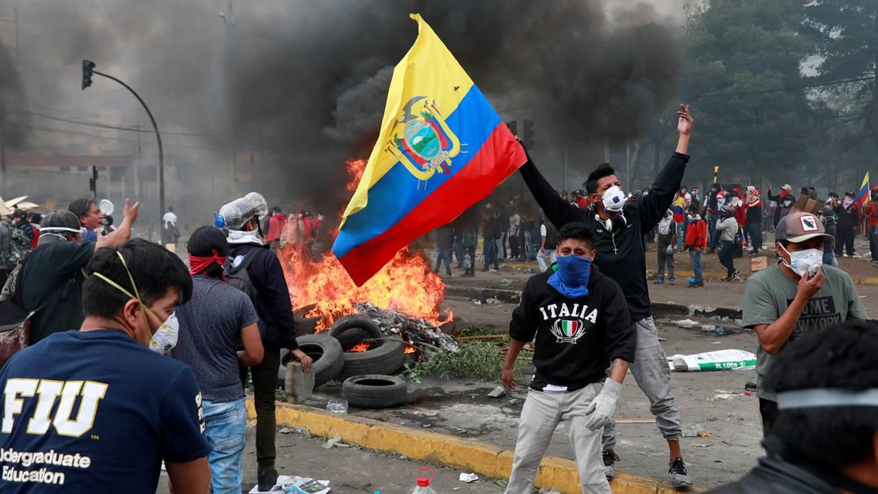 Tras enfrentamientos, presidente de Ecuador revisará efectos del 'gasolinazo'