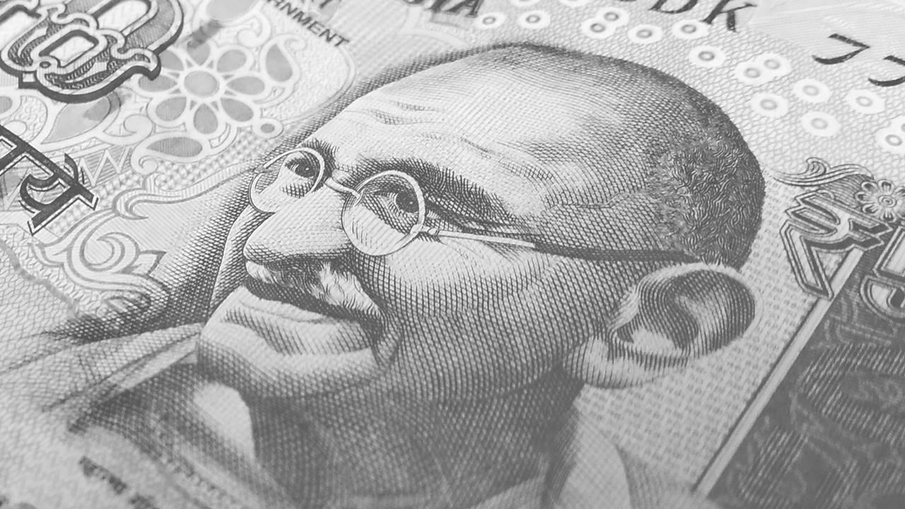 Roban cenizas de Gandhi en la India