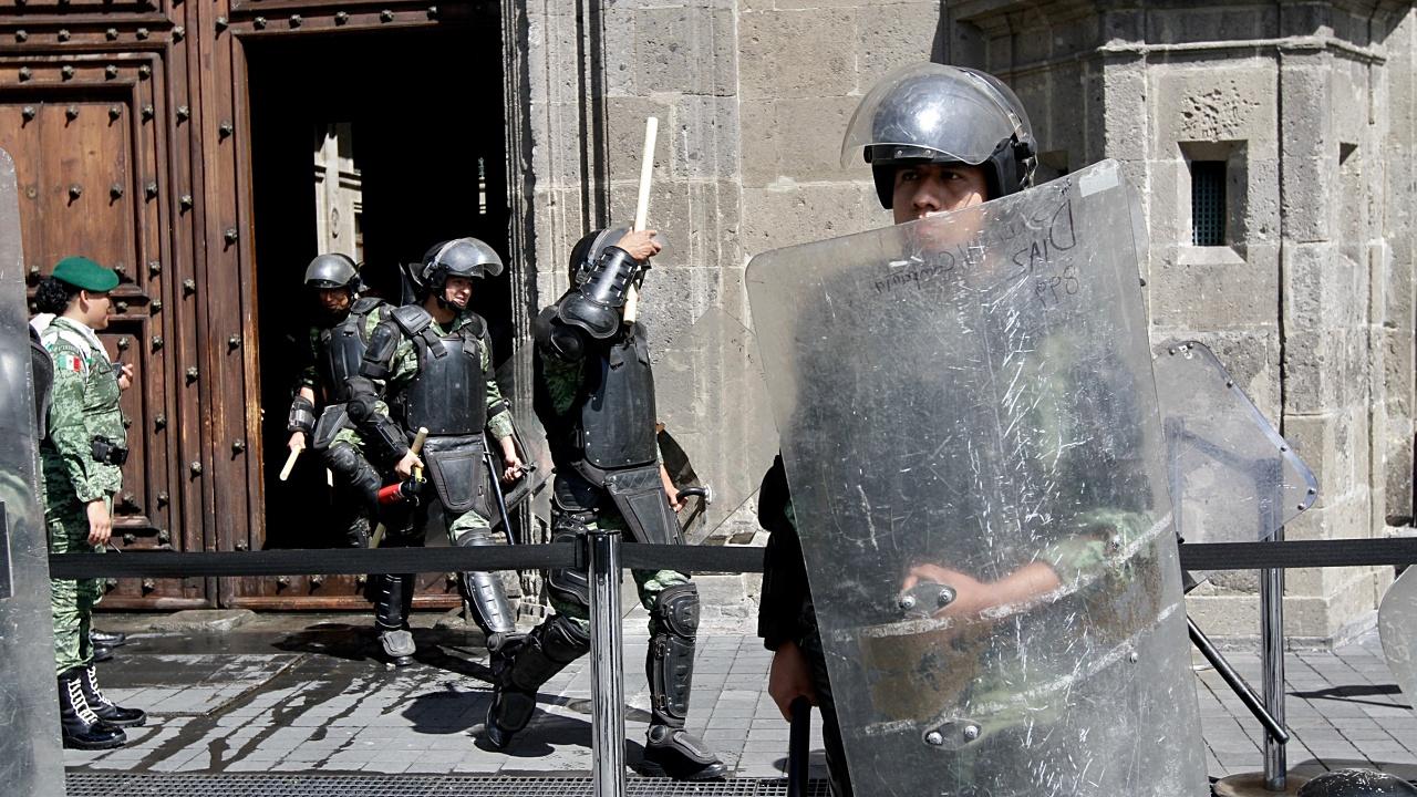 Llaman a reconocer derechos de policías para mejora su actuación