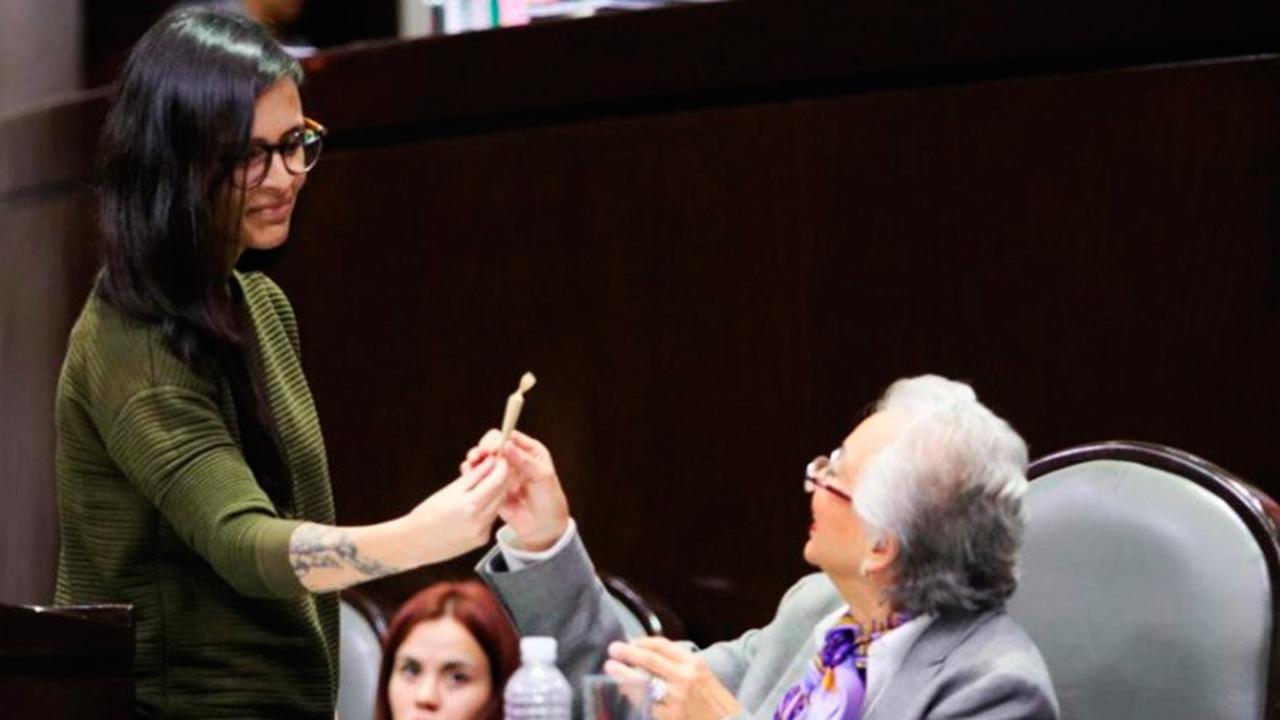 Con 'porro' recuerdan a Sánchez Cordero su iniciativa para legalizar la mariguana