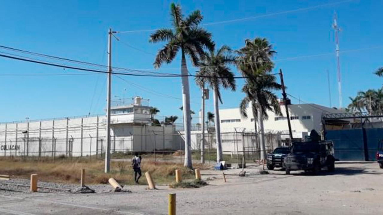 Reportan fuga de al menos 20 reos de penal de Culiacán