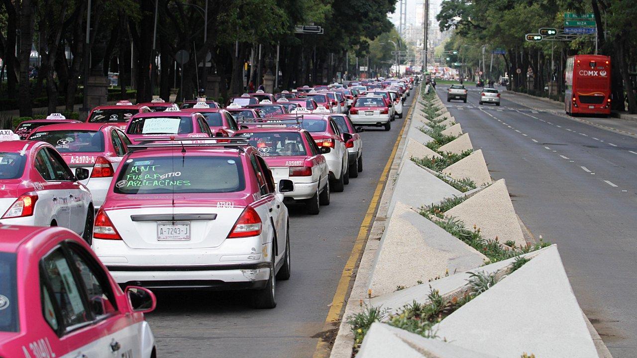 Taxistas alistan nueva marcha para el próximo lunes