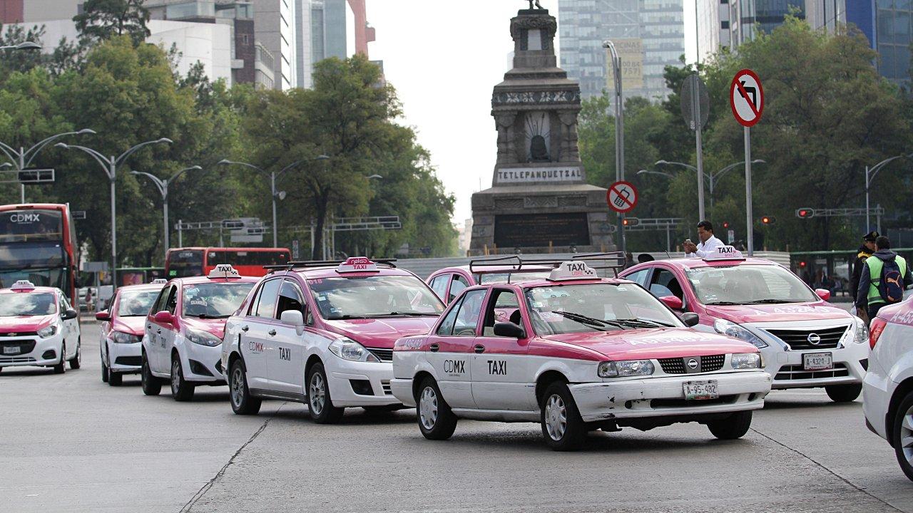 Taxistas amenazan con plantón permanente en Reforma