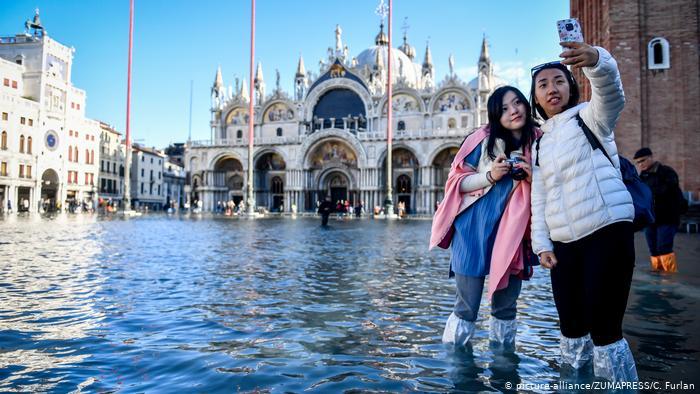 El cambio climático y la marea de turistas amenazan los tesoros culturales de Venecia