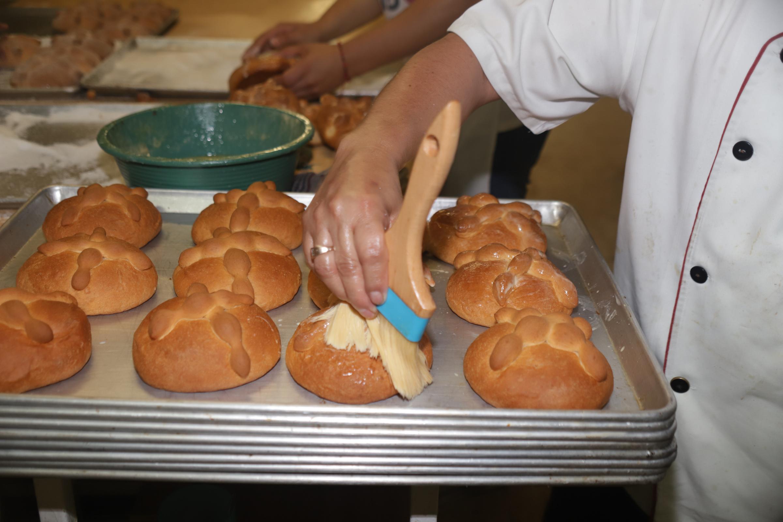 Fotogalería| Así se elabora el Pan de Muerto, creación artesanal de los panaderos