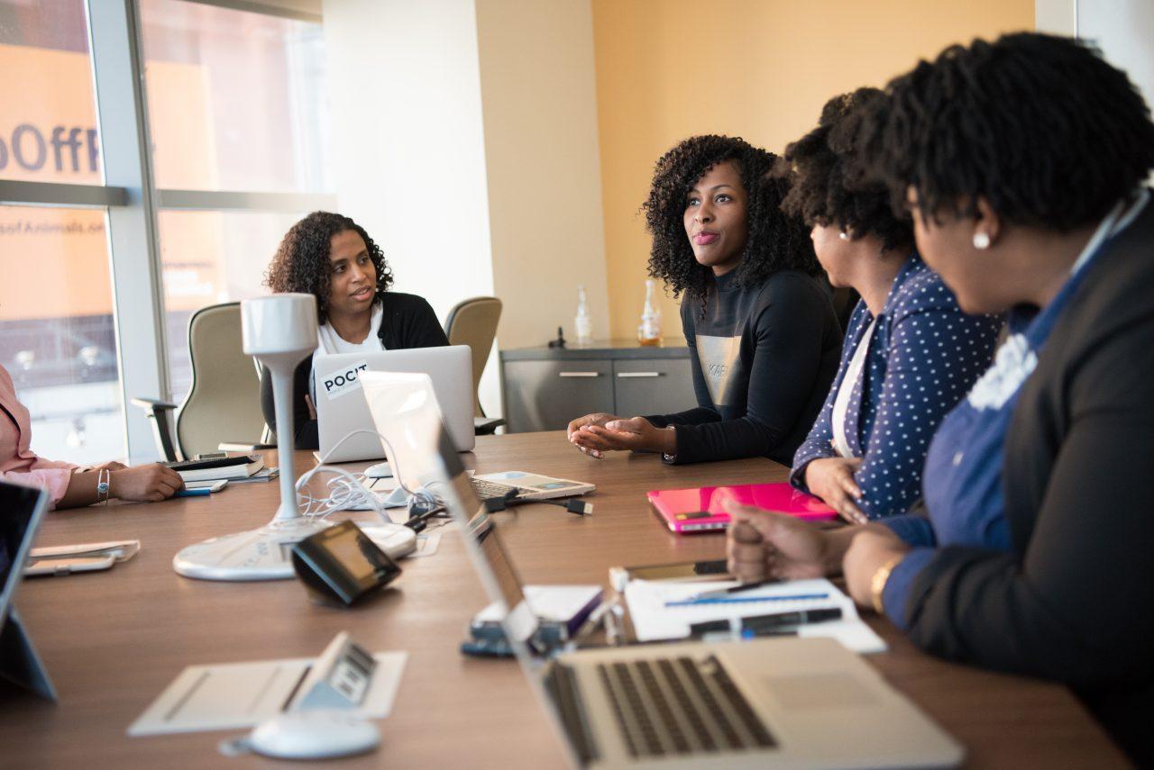 Las mujeres nacieron para liderar (por eso hay que atraerlas y retenerlas)