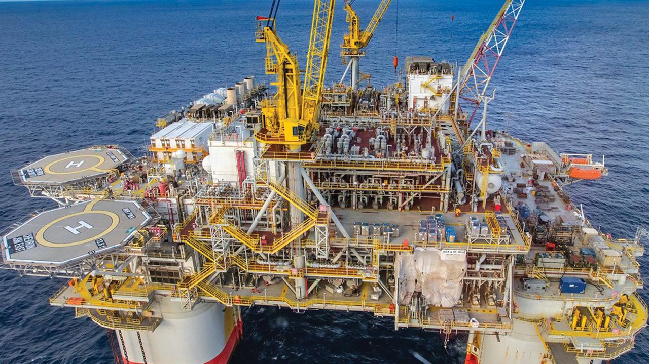 Petroleras inician evacuación mientras se acercan tormentas al Golfo de México