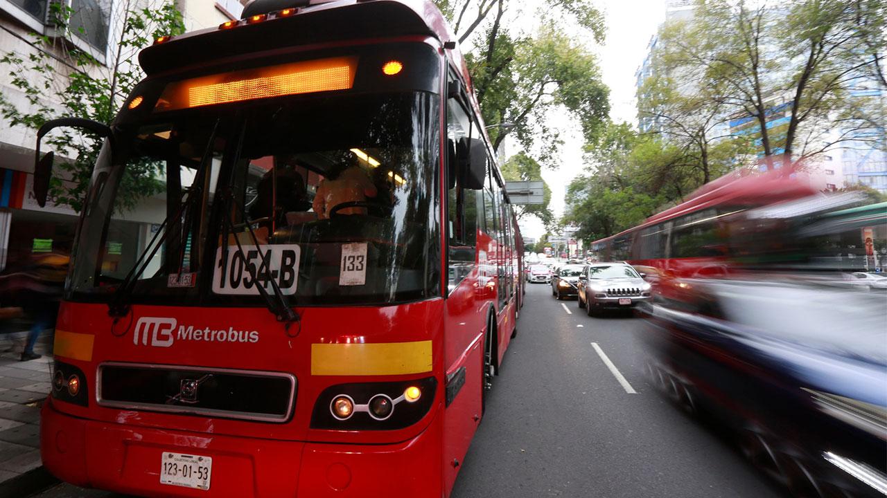 Metrobús estrena primer autobús eléctrico en Línea 3