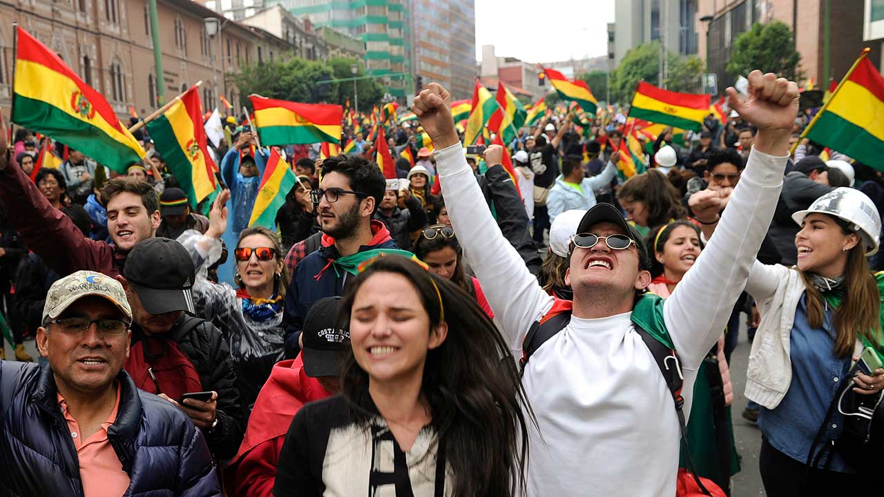 Senadora opositora asumiría cargo de Evo Morales