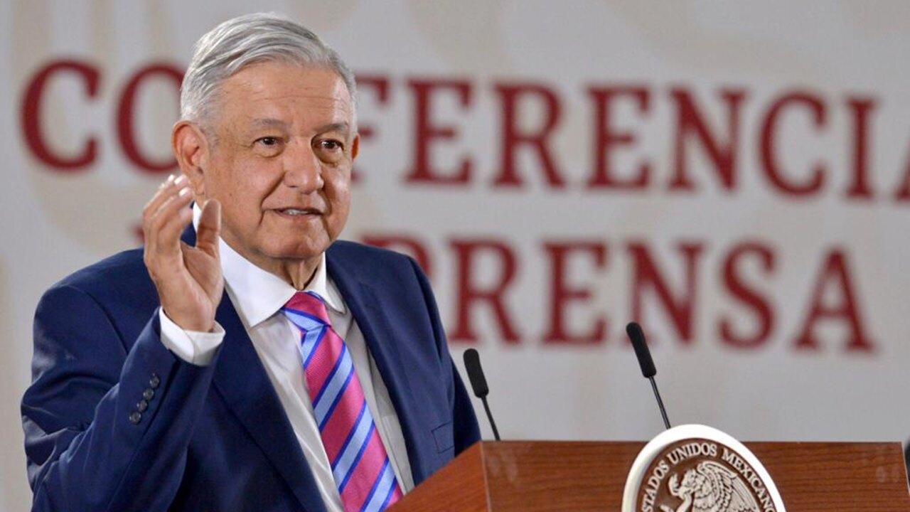 """AMLO anuncia revisión de Afores y pensiones: """"los ahorros son sagrados"""""""