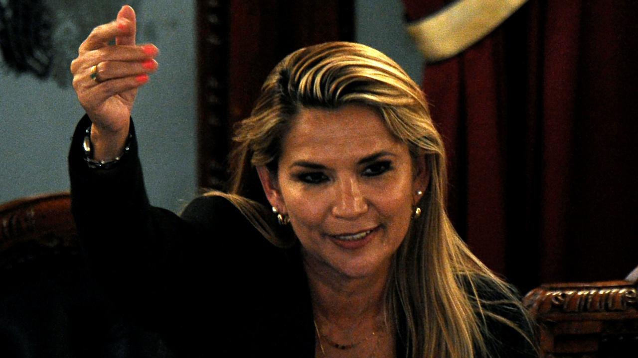 Áñez recibe ánimo de presidentes como Trump y Bolsonaro para superar covid-19