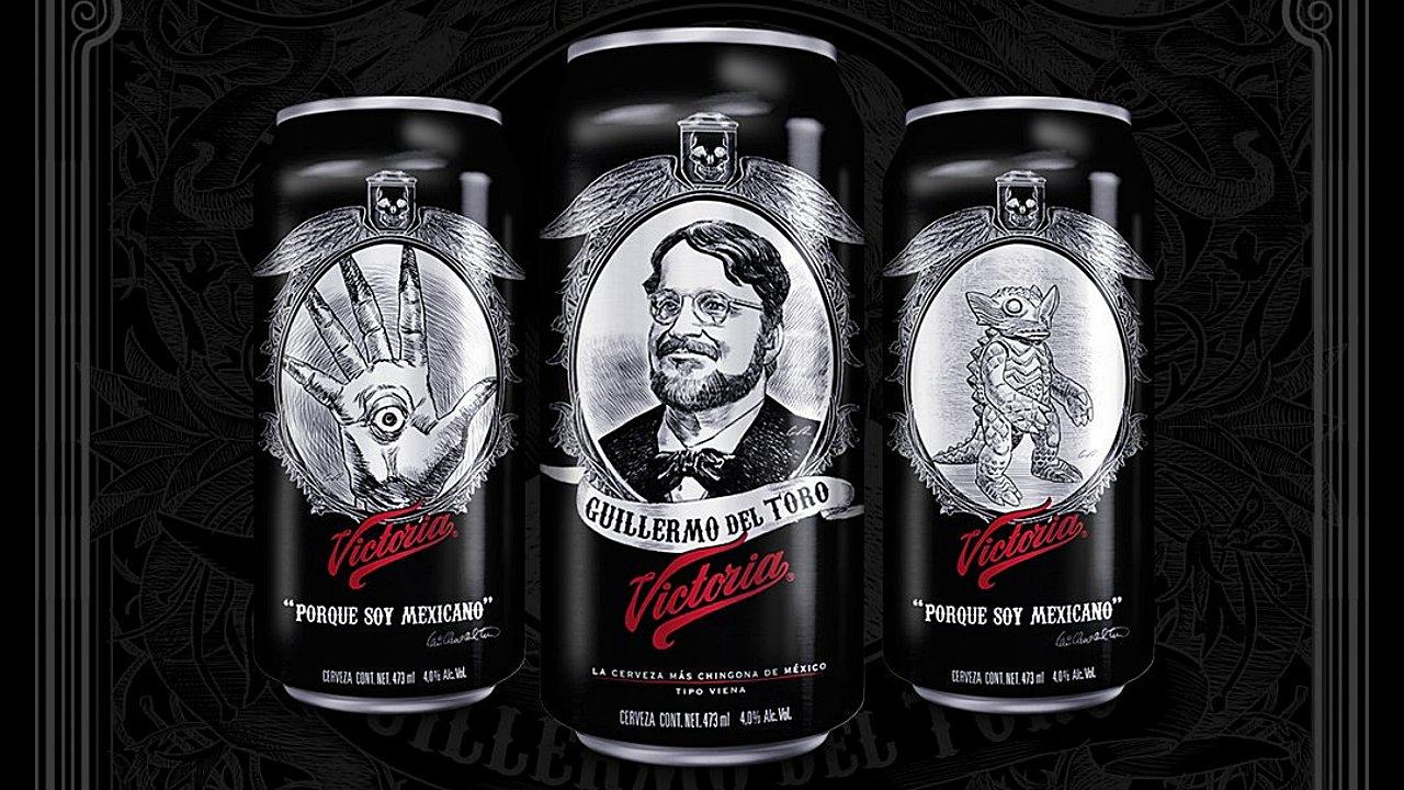 Victoria festeja a Del Toro con latas de sus monstruos; el cineasta pide donar ganancias