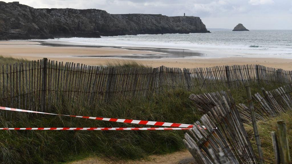 Marea lleva paquetes de cocaína a playas francesas… y no paran de llegar