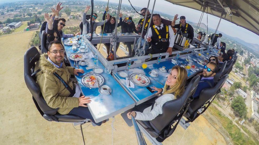 ¿Te atreverías a comer a 45 metros de altura en Campo Marte?